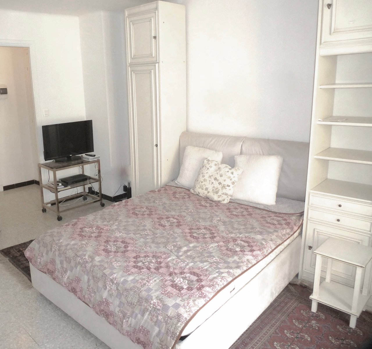 """Furnished Studio Apartments: BEAUSOLEIL """"furnished Studio, Separate Kitchen, Centrally"""